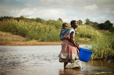 Tillgång till rent vatten är allt annat än en självklarhet för alla. Trots att det är en mänsklig rättighet saknar nästan var tionde människa på jorden tillgång till rent vatten. Att tvingas leva utan tillgång till rent vatten, toaletter och