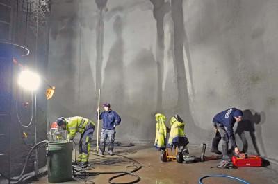 Lagning av sprickor och släpp i betongen.