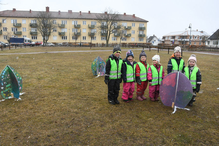 Förskolebarn påskpyntade Sjöbo Kommun