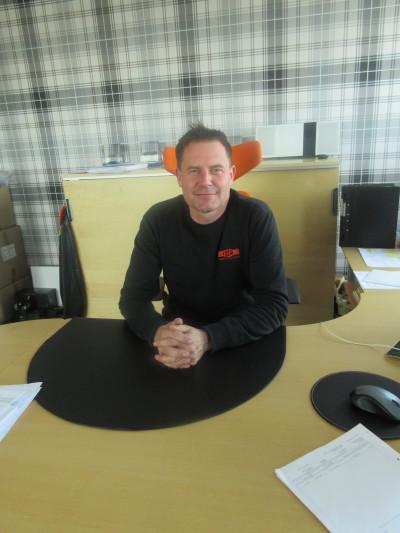 Fredrik Jernberg på kontoret
