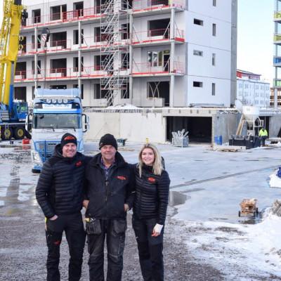 Tre generationer involverade i det egna bygget på Gävle Strand, Fredrik Jernberg, pappa Erling Jernberg och dotter Martina Forslund