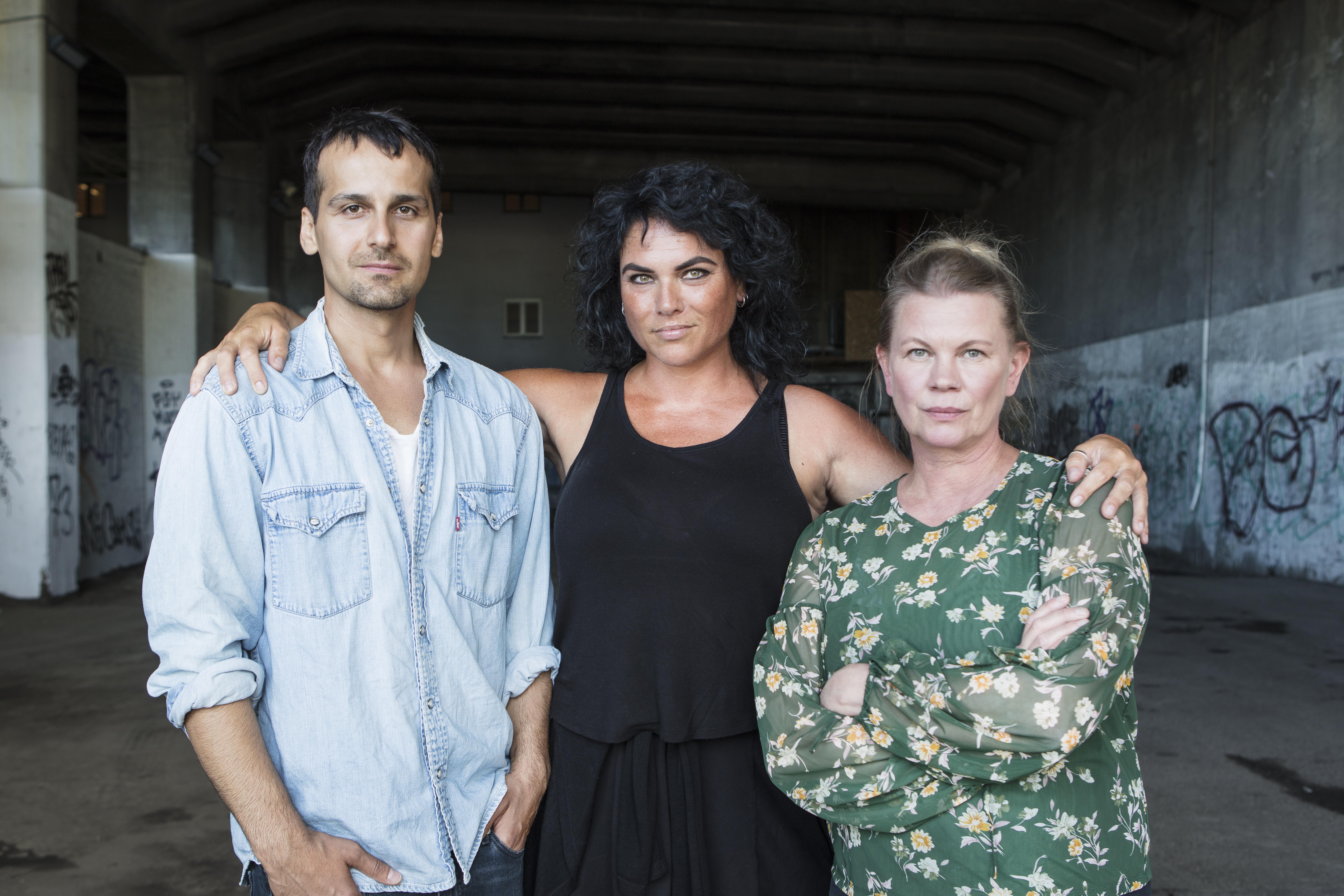 Ny föreställning av Eija Hetekevi Olsson, regi av Stina Rautelin i rollen Zardasht Rad!