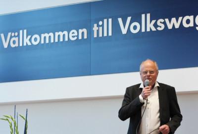 Örjan vid mikrofonen vid en av många invigningar inom Bilmetro. Här vid den nya Volkswagenanläggningen i Hudiksvall 2016.