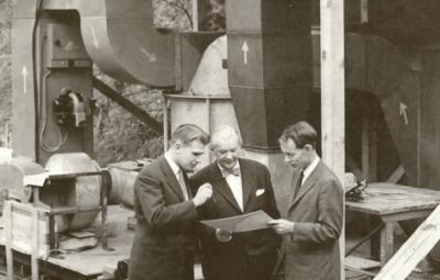 Bild 5 Den första storskaliga avfuktaren testas i Carl Munters trädgård innan leverans