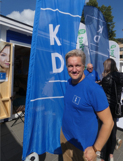 Jan Myleus (KD) utanför valstugan