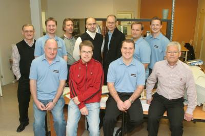 Daniel med medarbetarna på det egna företaget NewIT som bildades 2004. Pappa Reidar Blomquist längst till vänster.