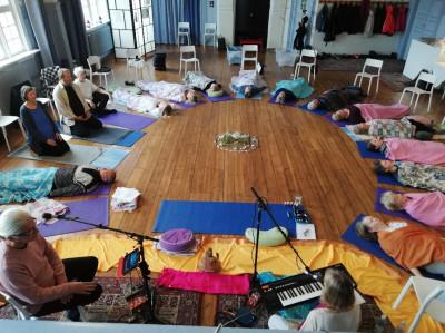 Workshop med mantrasång och musik med Terry Oldfield och Soraya i Bilda-huset i Söderhamn.
