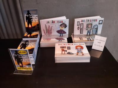 """Camilla är författare till tre barnböcker, """"Jag är Linus, en pojke med snippa"""", """"Jag är Bella, en flicka med snopp"""" och """"Jag är Tintint och Elsa, både en flicka, en pojke eller mittemellan""""."""