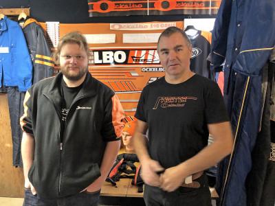 Oliver Strandberg med Mikael Olsson i Ockelbo-Collections butik