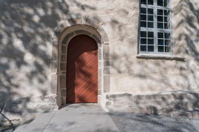 Svenneby gamla kyrka, portal