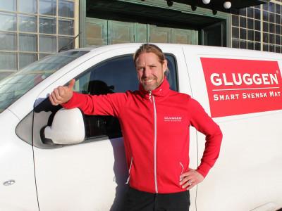 Gluggen börjar med hemkörning av mat i Gävle