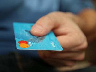 """Finanso.se – """"Undvik dyra misstag och var varsam med kreditkortet"""""""