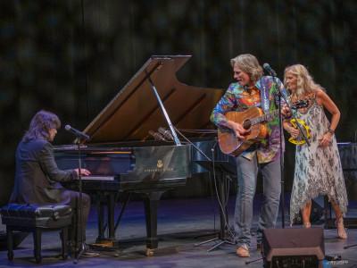 """Billy Dean och Maria Wells samlar världsmusiker med countryklassikern """"Crazy""""!"""