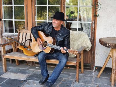 """Roger Rönning släpper sitt 15:e och sista album """"En annan väg"""" den 22 oktober!"""