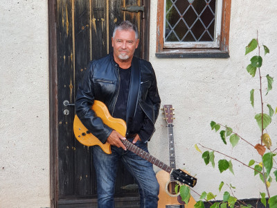 """Roger Rönning släpper sitt 15:e och sista soloalbum """"En annan väg""""!"""