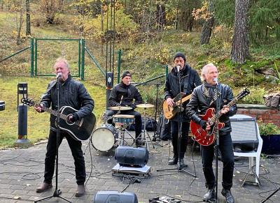 The Boppers´spelar på äldreboenden i Uppsala