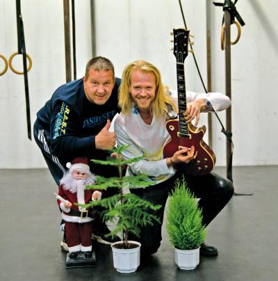 Anders T Bergström och Joel Svenson släpper årets starkaste julsång.