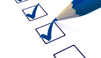 Flyttstädning med fönsterputs och checklista
