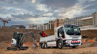 Volvo börjar kundleveranser av helelektriska produkter i Frankrike.
