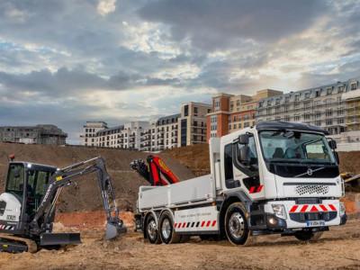 Volvo börjar kundleveranser av helelektriska produkter i Frankrike