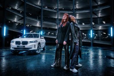 Icona Pop sätter elektrisk stämning till nya elektriska BMW iX3.