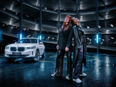 Icona Pop sätter elektrisk stämning till nya elektriska BMW iX3
