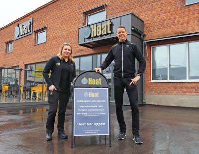Restaurangchef Madeleine Hellman och Daniel Wärnmark utanför Heat-restaurangen i Hemsta, Gävle.