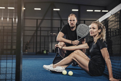 Andreas Granqvist from 247 PADEL and Sandra Elfast on the padelcoart.