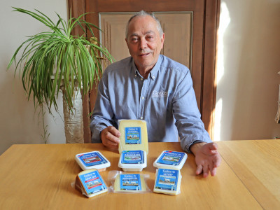 Greken Vasilios Chatzoudis lanserar nya grekiska produkter på den svenska marknaden.