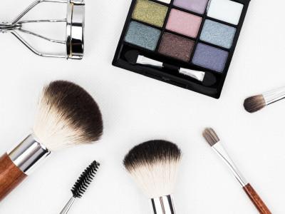 Smink & hårstyling – Guide till en fräsch vardagslook