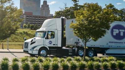Volvo tar hittills största ordern av elektriska lastbilar i Nordamerika .