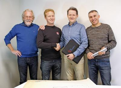 Stenna och Emil Holmström, SITAB ser fram emot ett gott och konstruktivt samarbete med Hasse Hemlin och Ismail Hajo, Byggkonstruktören.