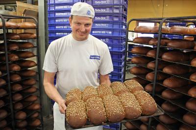 Daniel Rosén, vd på Mattes Bröd i Ockelbo är glad och stolt över att vara medlem i Din Bagare
